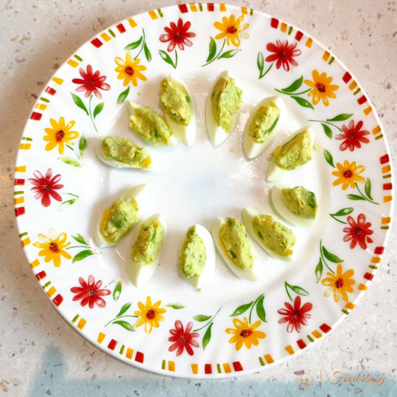 Фаршировані перепелині яєчка на сніданок