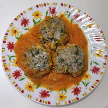 Гречаники или котлеты с гречкой, тушеные в подливке с морковью