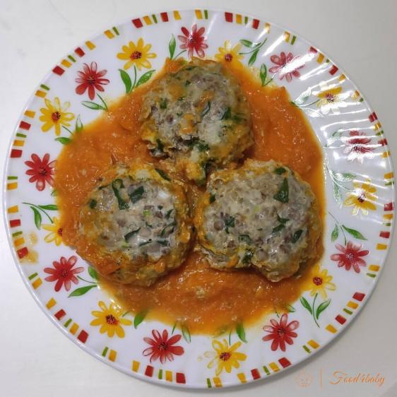 Гречаники або котлети з гречкою, тушені в підливі з морквою