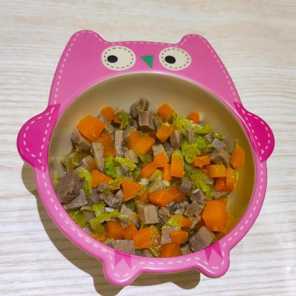 Язик, тушкований з пекінською капустою та гарбузом
