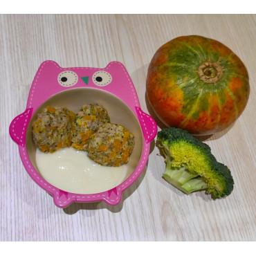 Паровые котлеты с тыквой и брокколи в сырном соусе для детей после года