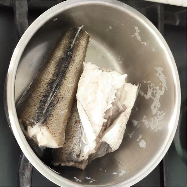 Как легко отобрать рыбу от костей