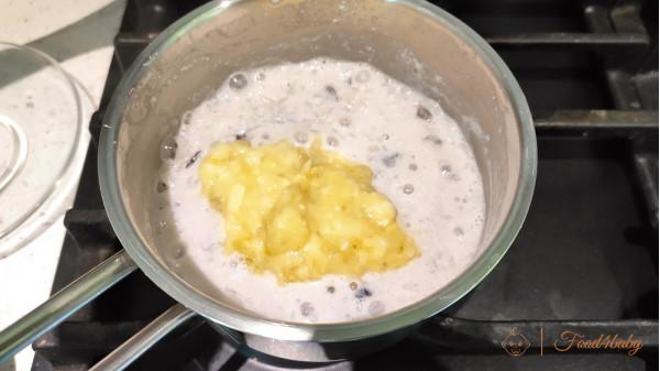 Рисова молочна каша з родзинками та бананом