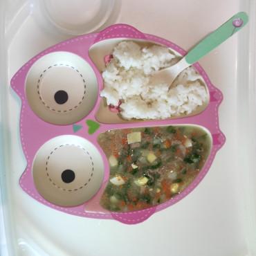 Зелений борщ зі шпинатом та рисова каша