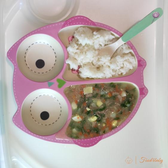 Зеленый борщ со шпинатом и рисовая каша