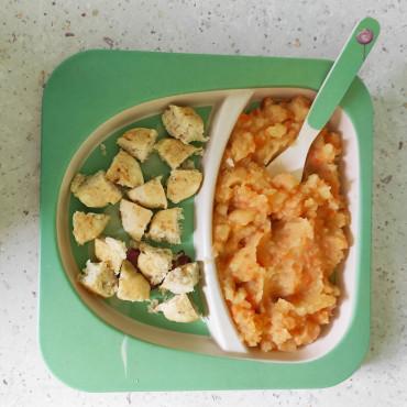 Рыбные оладьи и картофельно-морковное пюре