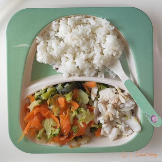 Рыба, запеченная с овощами и вареный рис
