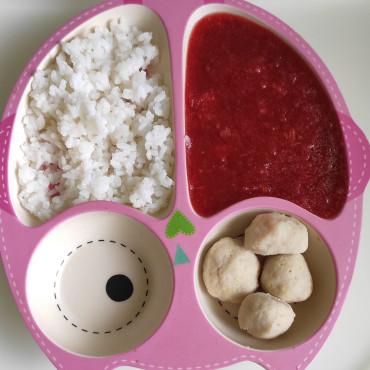 Рисовая каша, детский борщ и рыбные котлеты