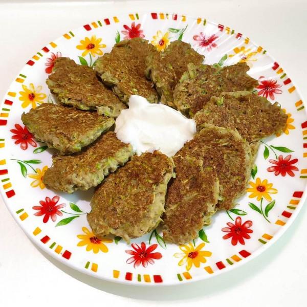 Кабачковые оладьи с печенью
