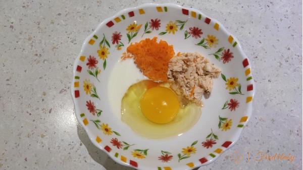 Омлет з рибою та морквою на пару