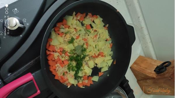 Тушеные овощи с чечевицей