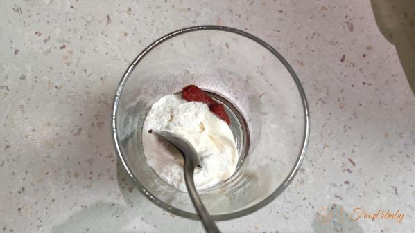 Мясо в сметанно-томатной подливке
