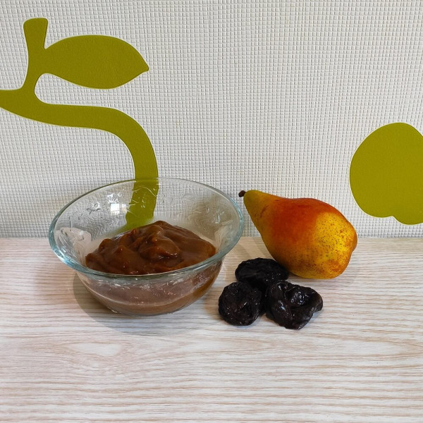 Фруктове пюре з груші та чорносливу для дітей до року та після року