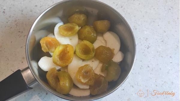 Фруктове пюре з груші та слив для дітей до року та після року