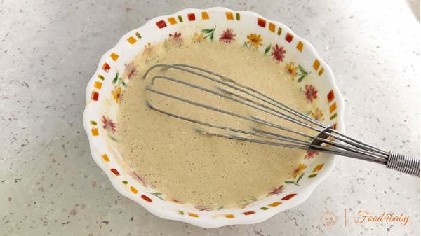 Тонкие блины с цельнозерновой мукой и с начинкой из фруктового пюре