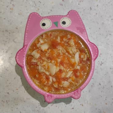 Риба хек в соусі з томатом та морквою