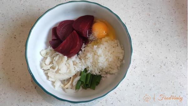 Ніжна запіканка з риби, буряку та рису