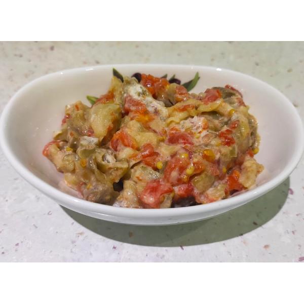 Салат з печених баклажанів та помідорів для дітей після року