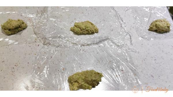 Сосиски з зеленим горошком та цвітною капустою для дітей