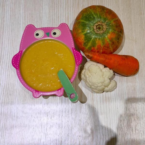 Суп-пюре с тыквой, цветной капустой и сметаной для детей
