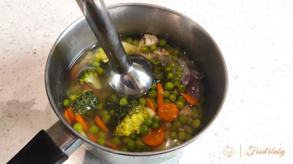 Суп-пюре з зеленим горошком та брокколі