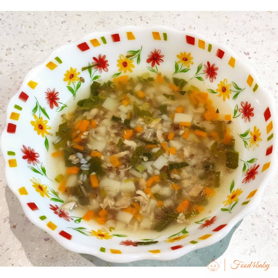 Гречневый суп со шпинатом и мясом кролика на общий стол