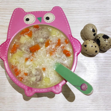 Рисовый суп с фрикадельками и яйцом