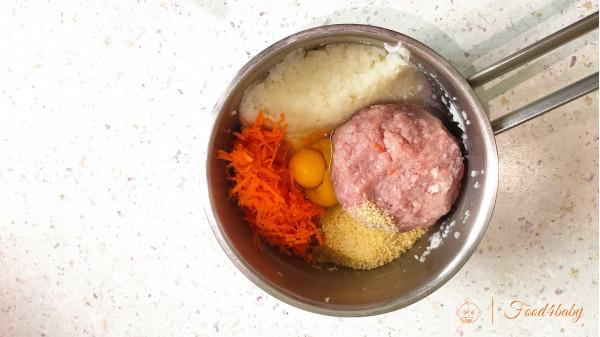 Тефтели с цветной капустой и булгуром в сметанно-томатной подливе
