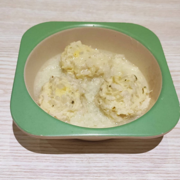 Тефтелі в йогуртовій підливі з цвітною капустою