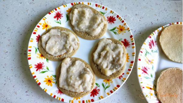 Овсяные панкейки с банановым кремом без сахара