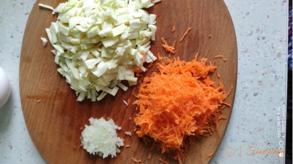 Оладки з білокачанної капусти з морквою